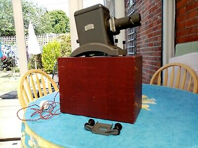 Vintage Zeiss Ikon Slide Projector With Bulb and carrying case.