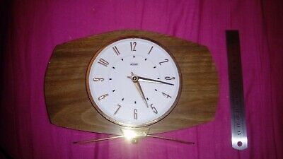 Vintage mechanical winding up mantel clock, running fine