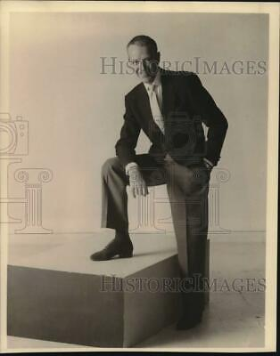 FRED ASTAIRE LEGENDARY ACTOR AND DANCER ZZ-227 8X10 PUBLICITY PHOTO