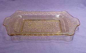 Amber Chain Variant Early Am. Pattern Glass Bread Tray