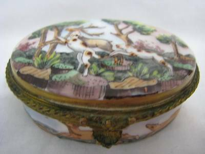 19thc DRESDEN PORCELAIN TRINKET / SNUFF / PILL BOX HUNTING DOGS GERMANY