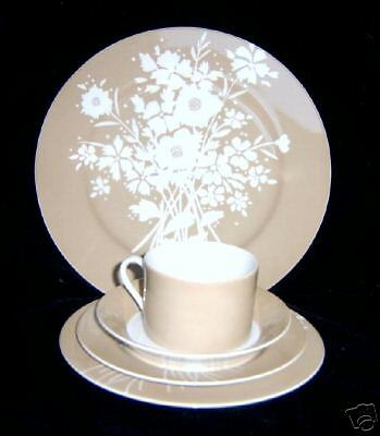 Fitz & Floyd 1975 Silhouette Bouquet Tan Salad Plate