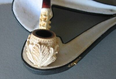 Exquisitely carved Old Meerschaumpfeife pipe in etui