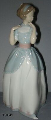 LLADRO A PROPER POSE Girl Posing in Dress