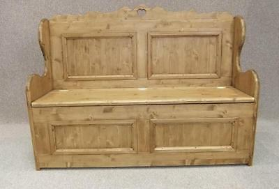Handmade 5Ft Wide Solid Pine Settle With Heart Design
