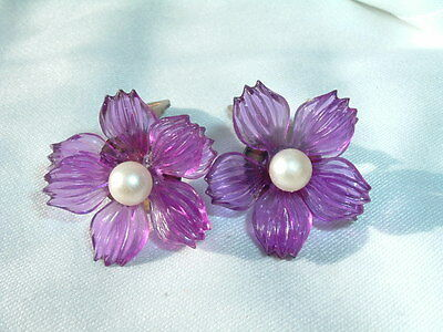 VINTAGE CLEAR PURPLE LUCITE FLOWER EARRINGS WITH WHITE PEARL AND CLIP BACKS