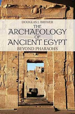 The Archaeology of Ancient Egypt: Beyond Pharaohs by Douglas J. Brewer (English)