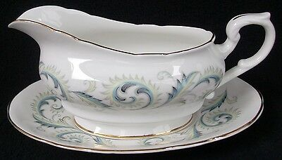 Royal Standard Fine Bone China Garland~Smooth Gravy Boat & Underplate