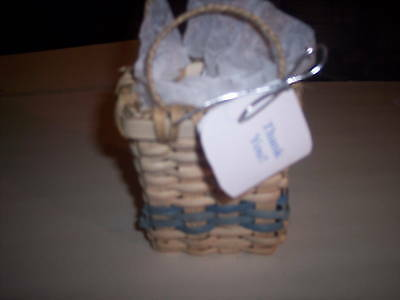 small gift basket kit with materials and patterns