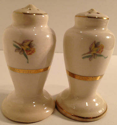 Vintage Floral Ornate Urn Gold Trim Salt & Pepper Shakers