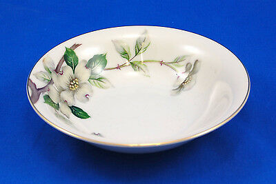 Meito Norleans LIVONIA (OFF WHITE BACKGROUND) Fruit / Dessert Bowl 5.75 in. Gold