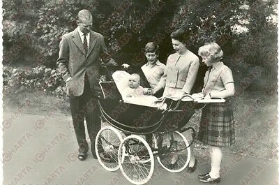 1960 ca BALMORAL (SCOTLAND) Queen ELIZABETH and the family *Postcard