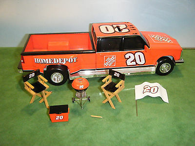 ACTION TONY STEWART #20 HOME DEPOT 2005 DUALLY TAILGATE BANK SET 1:24