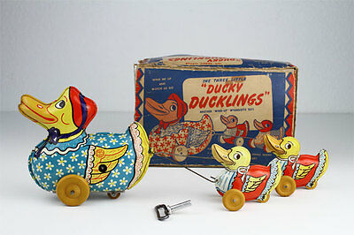 Vintage Wyandotte DUCKY DUCKLINGS Wind-Up Tin Toy #850