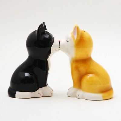 Cute Kitten Cat Figurines Ceramic Salt & Pepper Shakers.magnetic Attached!