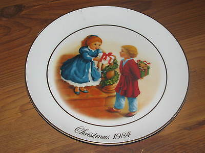 1984 Avon Celebrating The Joy of Giving Christmas Plate Trimmed in 22 Carat Gold