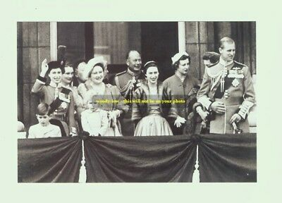 mm105 - Queen Elizabeth & Princess Margaret & family group - Royalty photo 6x4