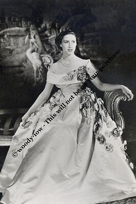 mm724 - young Princess Margaret wears gown - Royalty photo