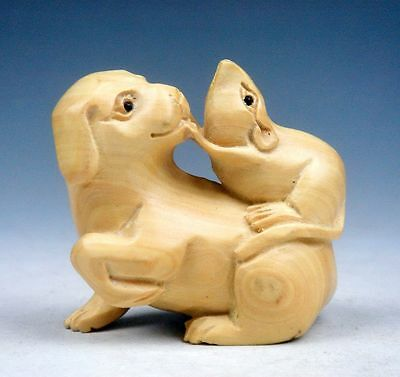 Boxwood Hand Carved Netsuke Sculpture Miniature Mouse Teasing Puppy Dog #120913