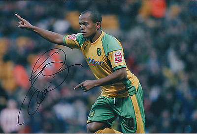 Robert EARNSHAW SIGNED COA Autograph 12x8 Photo AFTAL Norwich City WALES