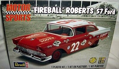 revell 1/25 1957 FORD HT #22 FIREBALL ROBERTS STOCKER