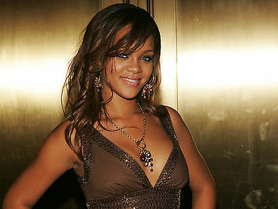 Rihanna 8X10 Glossy Photo Picture