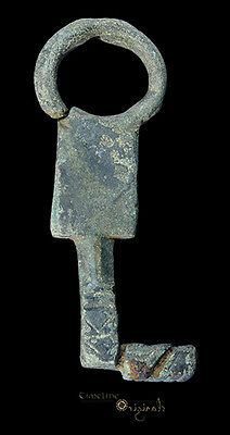 Ancient Roman Ring Bow Bronze Key 024505