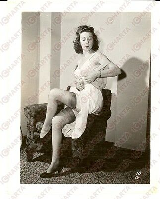 1965 ca USA EROTICA VINTAGE Mature woman undressing herself on an armchair PHOTO
