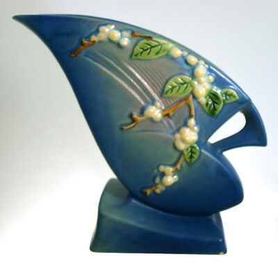 "Roseville Pottery - SNOWBERRY - No IFH-7"" Vase - Blue"