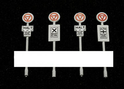 Dapol C050 - Road Signs x 4 -No Decals - 00 Gauge = 1/76 Scale - New Plastic Kit