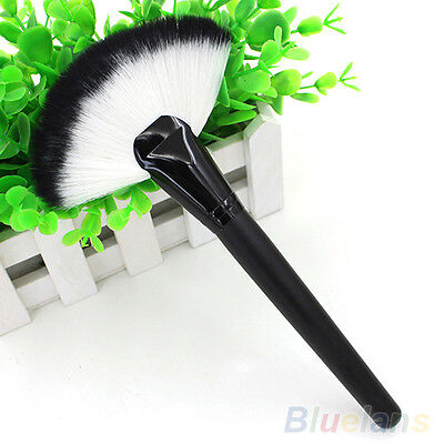 Pro Makeup Large Fan Goat Hair Blush Face Powder Foundation Cosmetic Brush