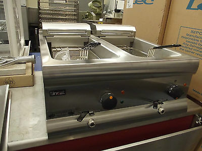 Lincat DF612 Counter Top Electric Fryer - Twin Tank with 2 baskets