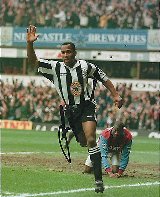 Les FERDINAND SIGNED COA Autograph 10x8 Photo AFTAL Newcastle United Legend