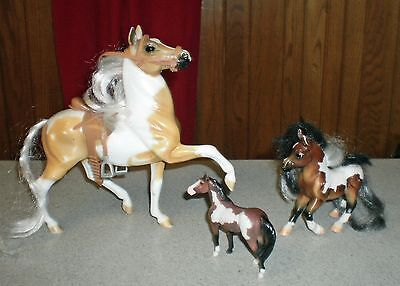 Vintage Lot of Three (3) BREYER REEVES Horses w/ One (1) Breyer Saddle