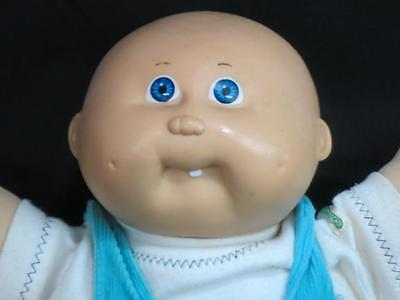 VINTAGE 1982 CABBAGE PATCH KIDS BLUE JUMPER OUTFIT ONE TOOTH BLUE EYES BALD DOLL