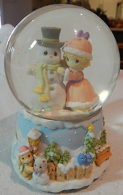 VINTAGE 2000 PRECIOUS MOMENTS WATERGLOBE GIRL & SNOWMAN MUSICAL MERRY CHRISTMAS
