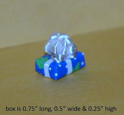 WRAPPED PRESENT WITH FANCY BOW 1:12 Scale Dollhouse Miniatures