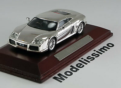 1:43 Altaya Noble M14 2004 chrome with wooden base
