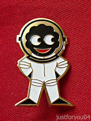 Official Robertsons  Astronaut Enamel Golly Pin Badge PM (1980 s)