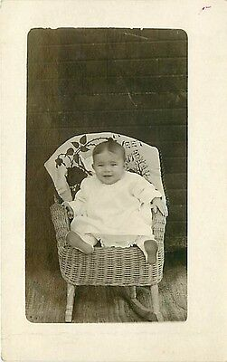REAL PHOTO-HAPPY BABY SITTING IN WICKER ROCKING CHAIR-CIRCA 1912-H35049