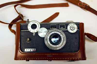 ARGUS C3 CAMERA 1955 VINTAGE 50m COLOR-MATIC W/COATED CINTAR LENS & LEATHER CASE