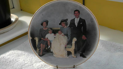 DECORATIVE PLATE SHOWING QUEEN, CHARLES AND DIANA , WILLIAM AND HARRY