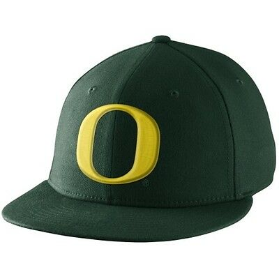 NIKE OREGON DUCKS Player s True Swoosh Flex Hat - Green -  14.50 ... a66f18c1ab10