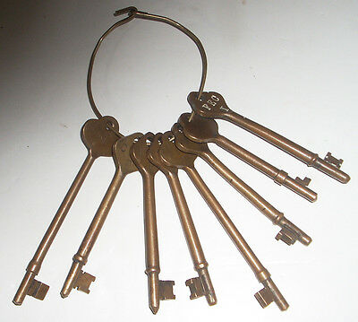 "Lot of 8 Large 4"" to 5.25"" Antique / Vintage Brass or Bronze Keys on Brass Ring"