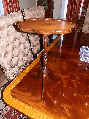 Beautiful Tripod Table With Turned Base And Scalloped Edge