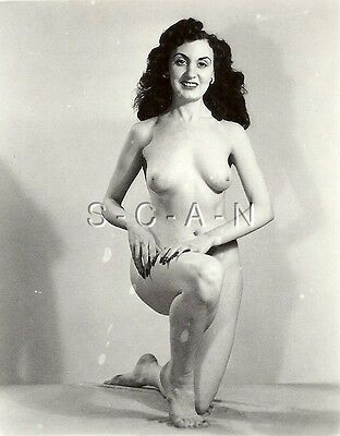 Original Vintage 1940s-60s Nude RP- Italian Woman- Takes A knee- Barefoot