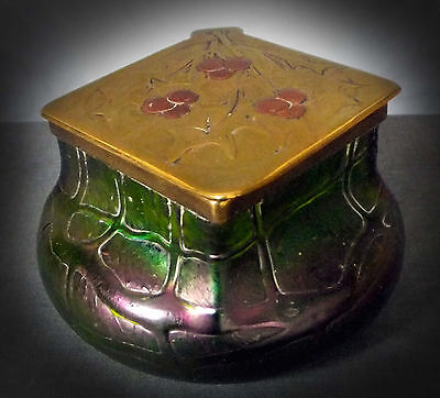 Stunning Large Kralik ' Pampas ' Pattern Iridescent Glass Inkwell