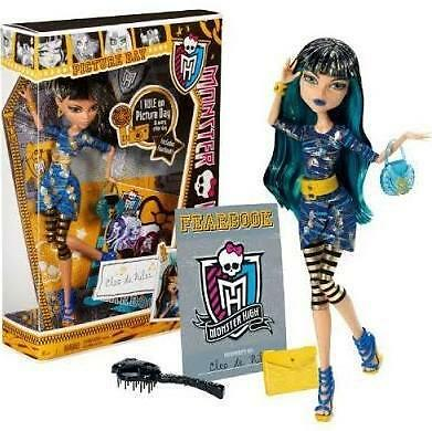 Monster High Cleo de Nile's Picture Day Doll Set NEW