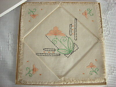 Vintage EMBROIDERED/Appliqued LINEN LUNCHEON CLOTH SET Peach Floral, 4 Napkins