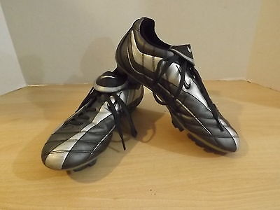 Soccer Shoes Cleats Childrens Size 6 Nike Grey Minor Wear